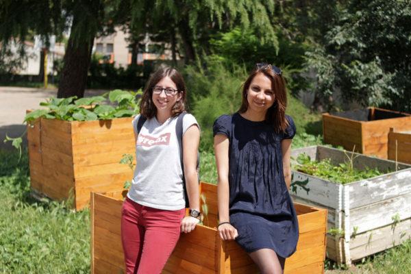 Coline et Julie au Collège Capouchiné